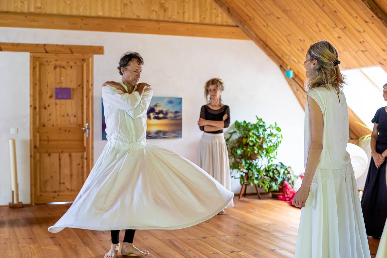 Bénéfices de la danse derviche : en pleine forme